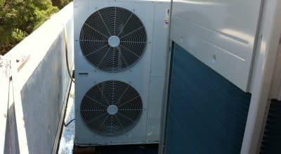 2 יחידות של משאבות חום תוצרת CLIVET על גג בית פרטי