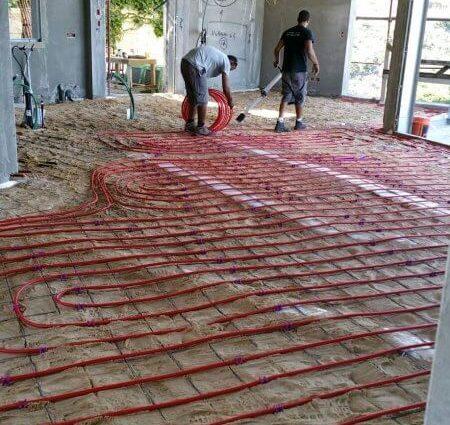 כספי מערכות חימום בהתקנת משאבות חום תת רצפתי בתוך בית חדש בחיפה